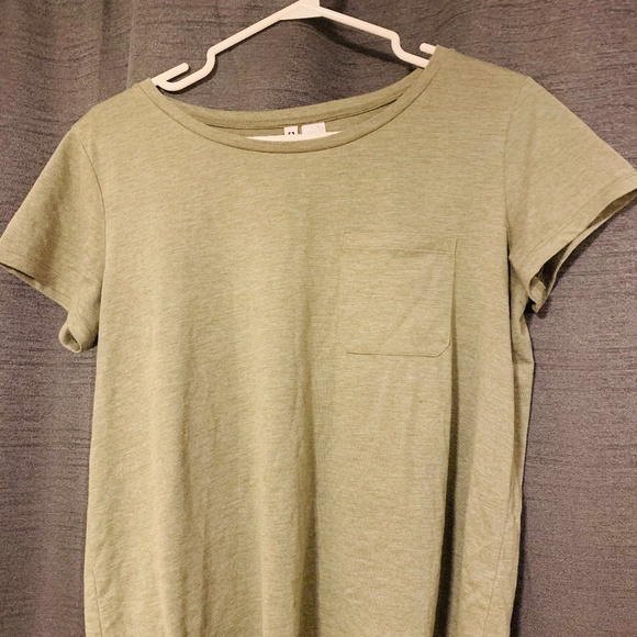 H&M Tops - H&M Basic Army Green T